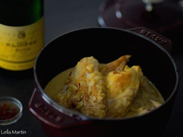 poulet mijoté au riesling et au Safran dans une cocotte en fonte Staub