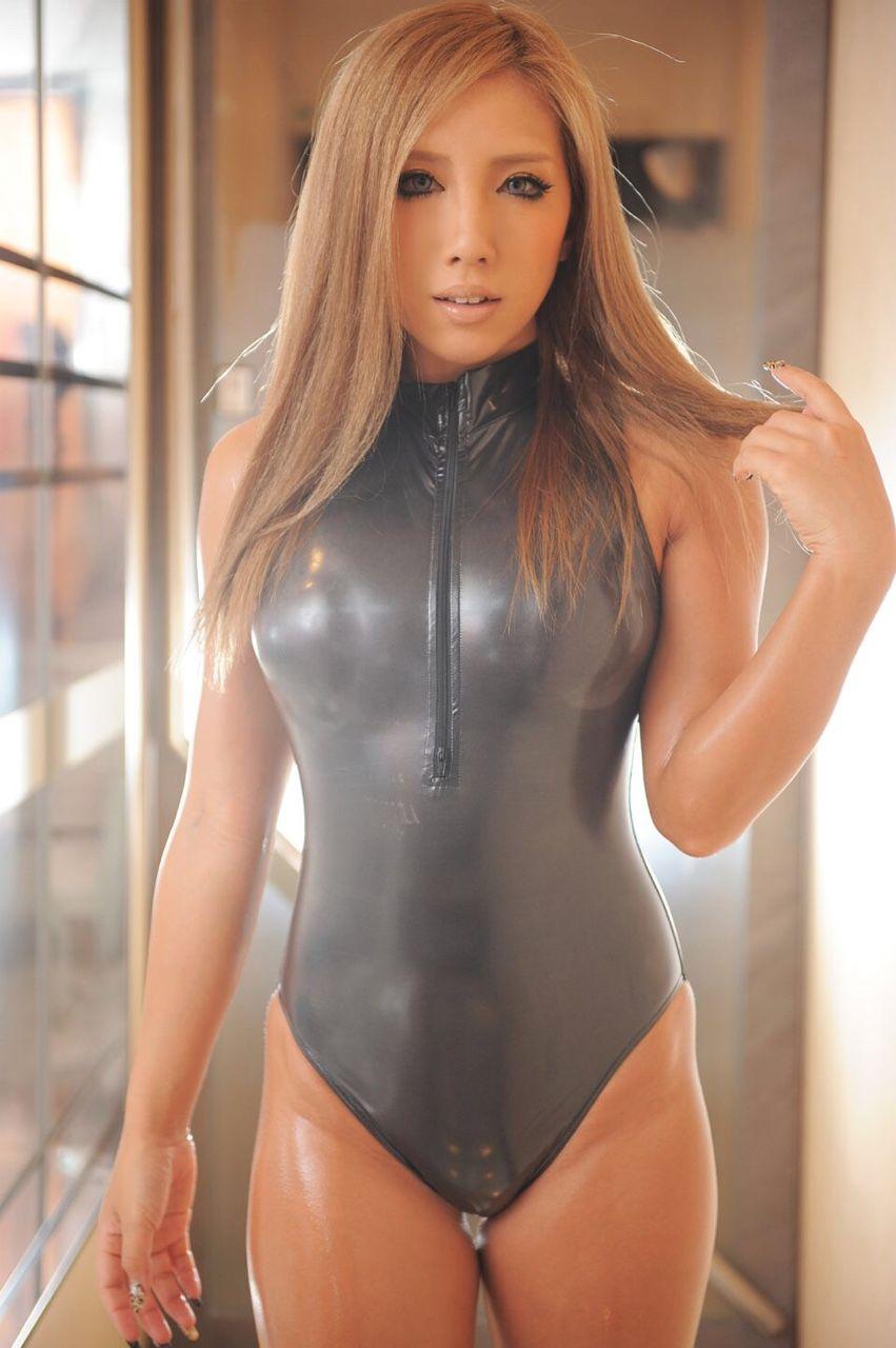 """d34797f5686 ffncollector  """"Marilyn Yusuf latex Pinup … """" Bikini Dievčatá"""