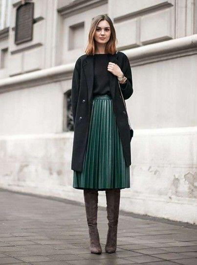 negozio online ec0f7 f9fca Mini gonna in lana e calze coprenti | Look invernale nel ...