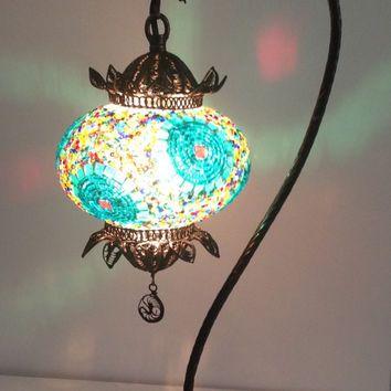 Amora Lighting Tiffany Style Handcraft Stained Glass 14 5 Floral Mini Table Lamp Vitray Lamba Avize