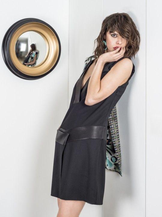 Robe noire avec cuir