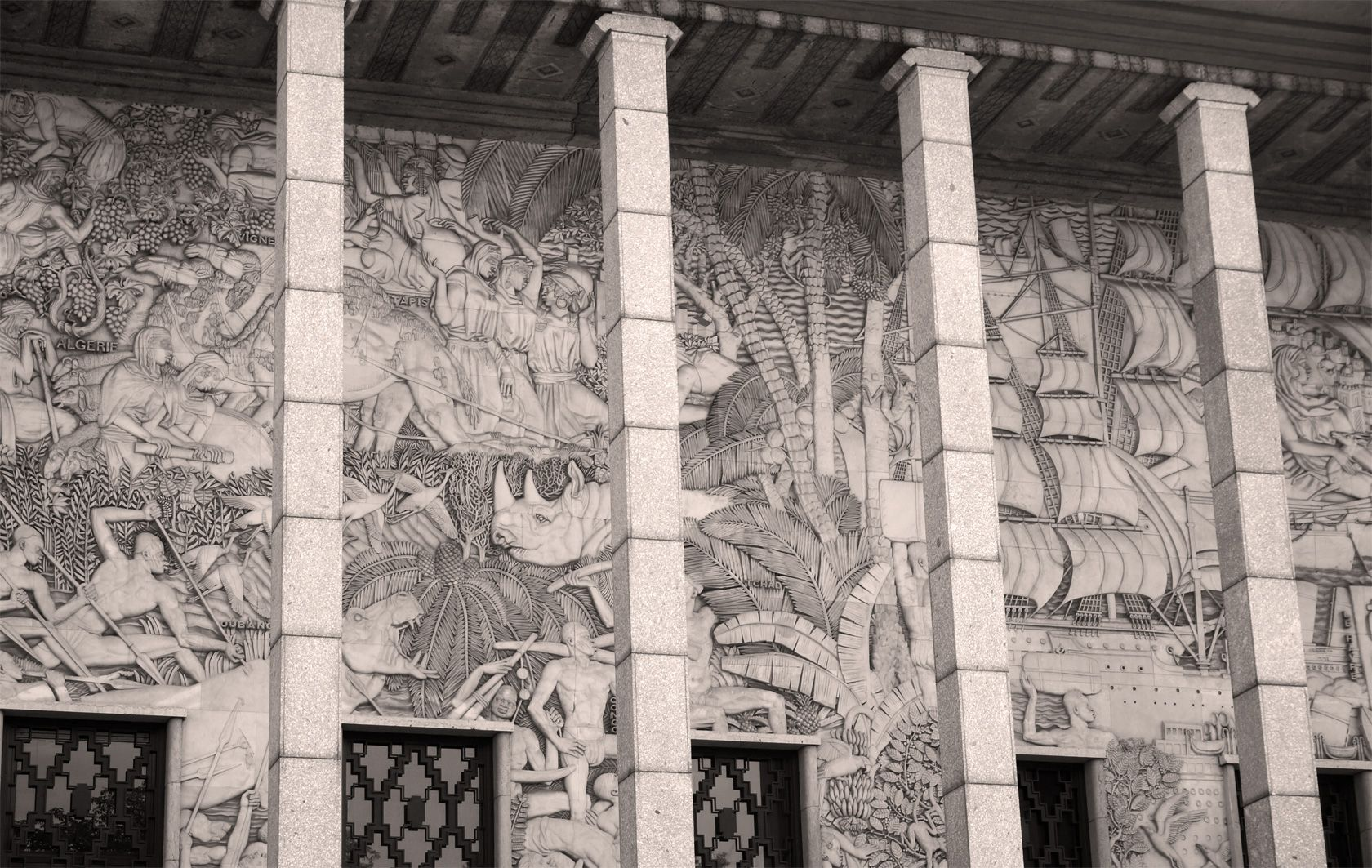 Paris Art Deco Le Palais De La Porte Doree I Stella Polaris