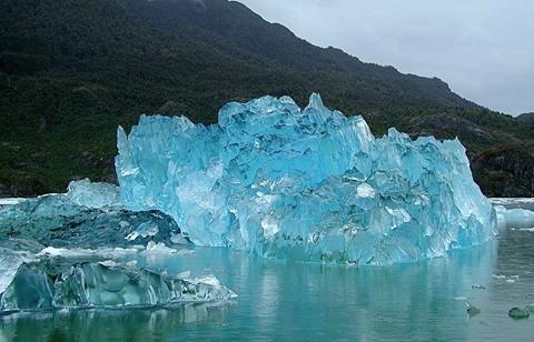 Айсберг, отколовшийся от ледника Сан-Рафаэль, Патагония, Чили