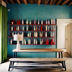 h tel du clo tre arles d cor par india mahdavi vert vif bleu canard rouge et blanc avec du. Black Bedroom Furniture Sets. Home Design Ideas