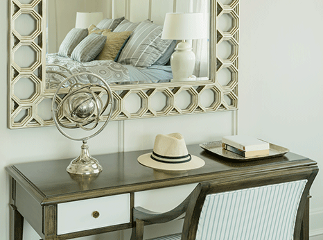 Schlafzimmer maritim ~ Maritimes schlafzimmer bett tisch und sell in beige und blau