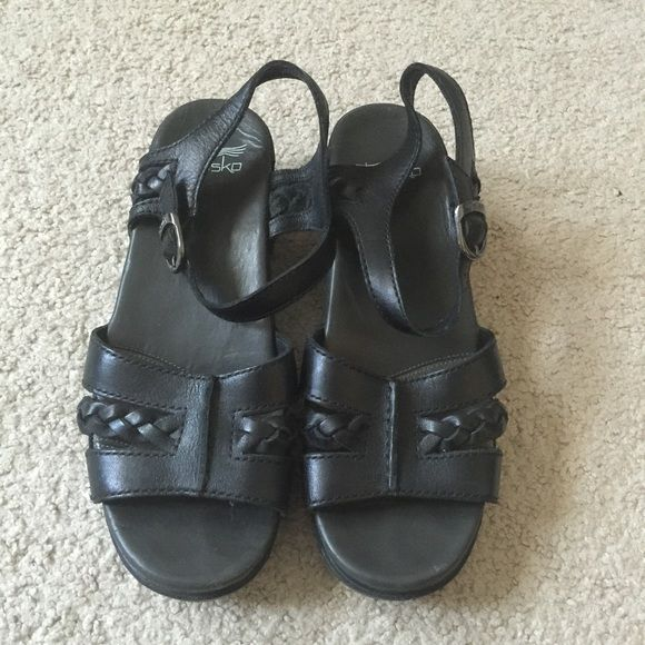 Boho Dansko clog sandals black size 8/8.5 danskos are the most comfortable shoes ever. These are cute sandals with braided boho details. Worn maybe 2-3 times. My feet grew after pregnancy :( Dansko Shoes Sandals
