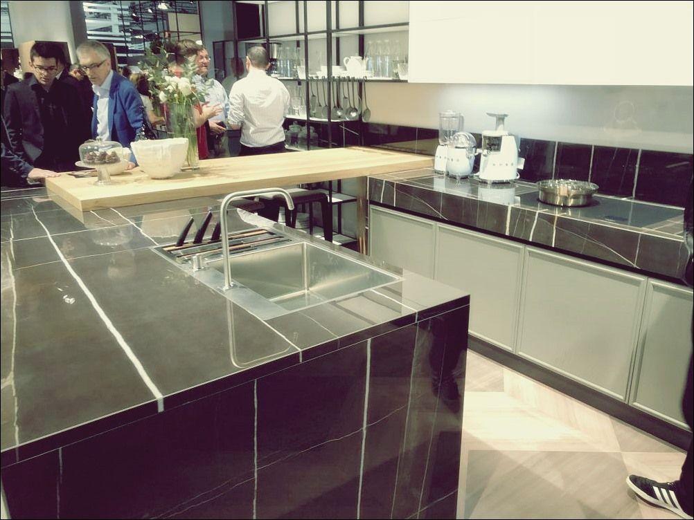 Anspruchsvolle Kuchendesigns Mit Schwarzen Arbeitsplatten Arbeitsplatte Schwarz Kuchendesign Und Kuchen Design