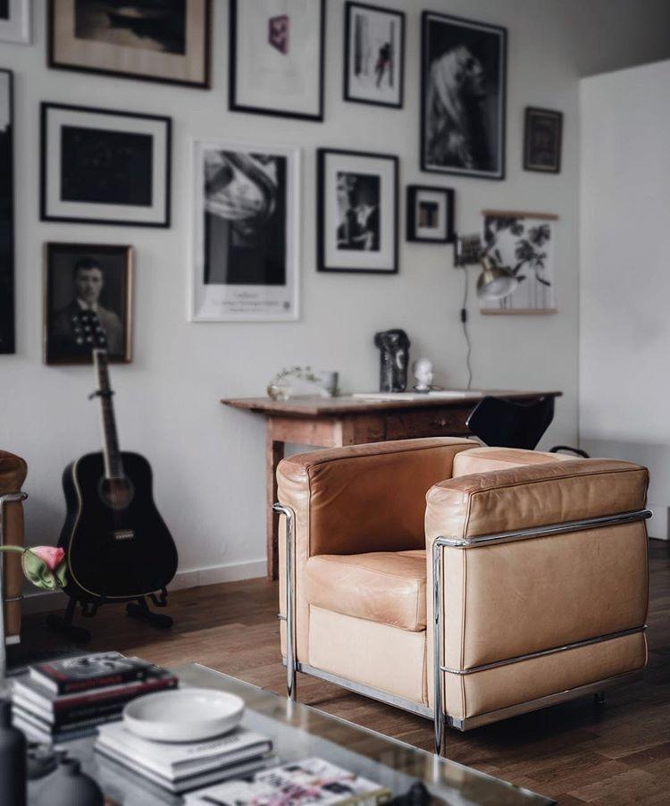 Le Corbusier The Lc2 Chair Corbusier Furniture Modern