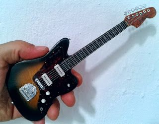 Guitarras En Miniatura Guitarras Miniaturas Instrumentos Musicales