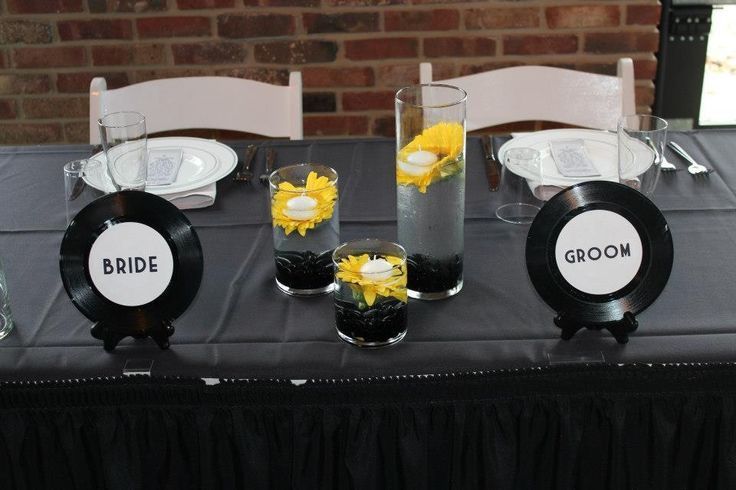 Music theme wedding. Someone needs to start collecting cheap records!!!