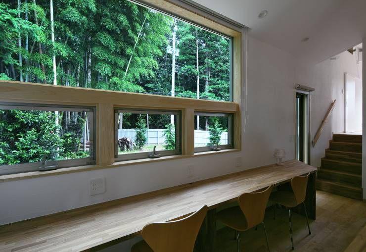 スキップフロアで繋がる家: かんばら設計室が手掛けたtranslation missing: jp.style.書斎-オフィス.eclectic書斎&オフィスです。