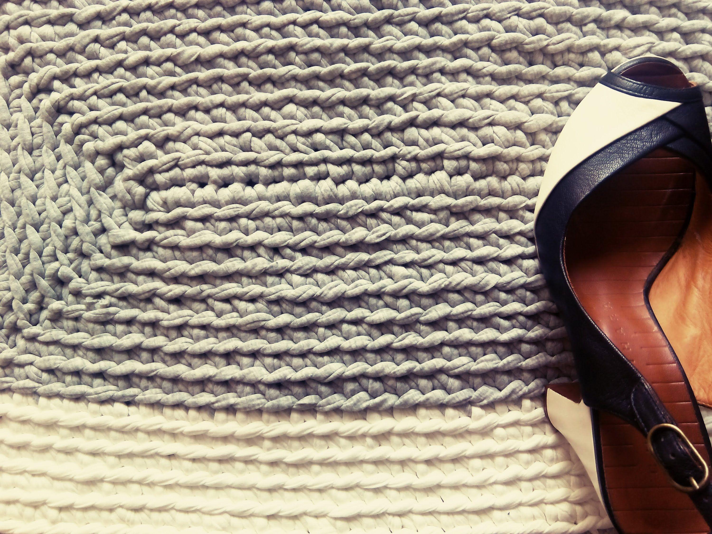 Tutorial c mo hacer una alfombra de trapillo rectangular - Puntos crochet trapillo ...