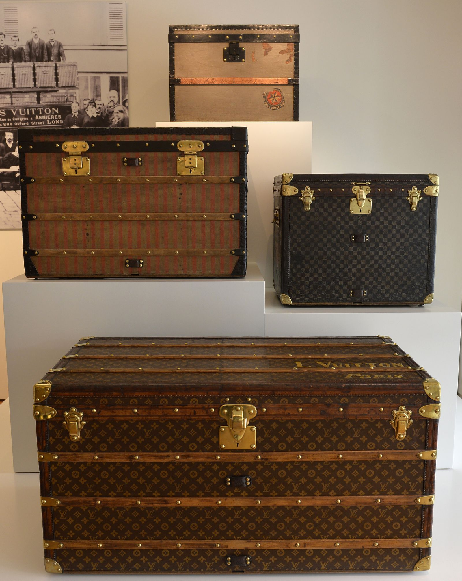 25 Items That You Thought Were Trash But Could Be Worth A Ton Of Money Louis Vuitton Trunk Selling Antiques Vintage Trunks