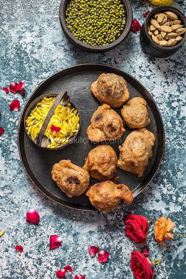 Payatham paruppu moong dal or green gram urundai east indian food payaru urundai using maida forumfinder Image collections