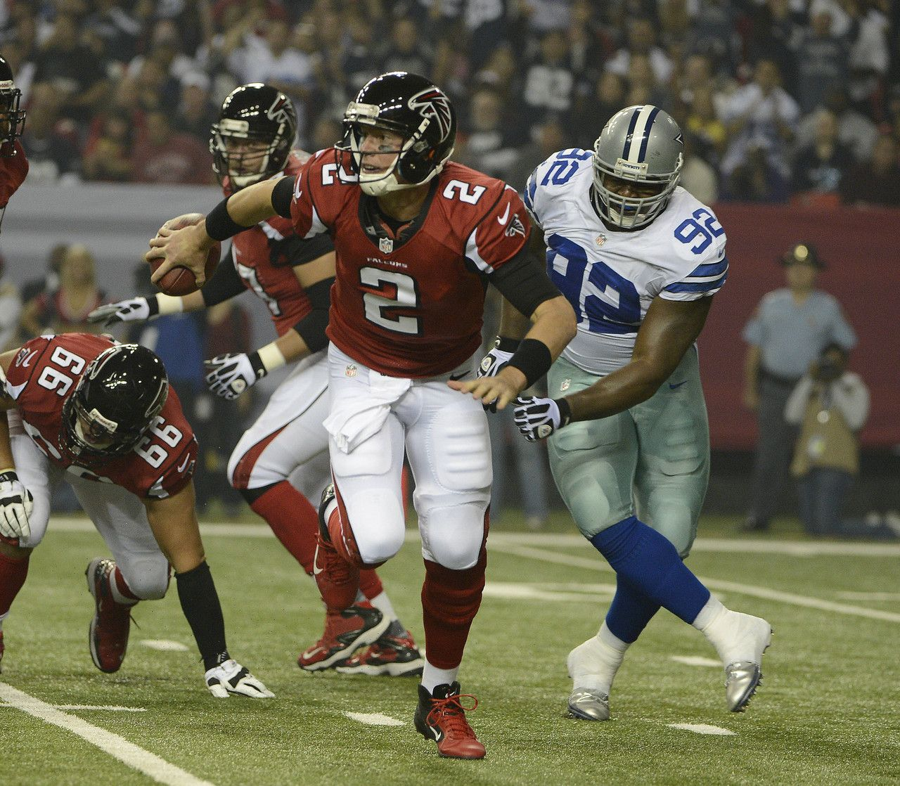 Atlanta Falcons Quarterback Matt Ryan Scrambles As Dallas Cowboys Nose Tackle Josh Brent Give Atlanta Falcons Atlanta Falcons Football Atlanta Falcons Pictures