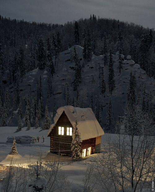 small house houses small winter cabin cabins in the woods cozy rh pinterest co uk