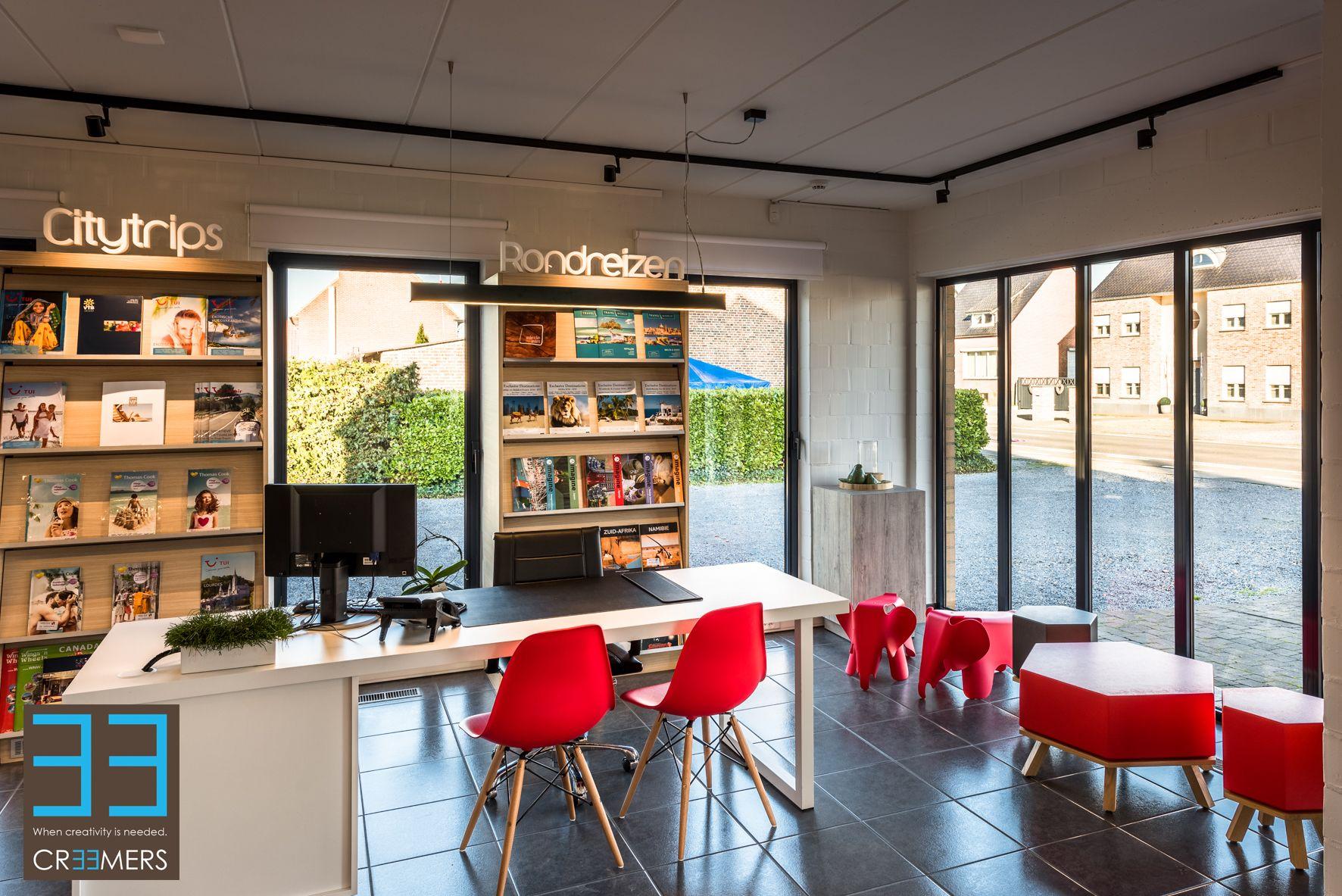 Modern Interieur Met Overwegend Wit En Lichte Hout Tinten En