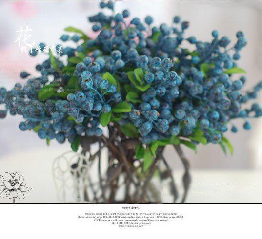 Букетик искусственной черники - декор для дома Черника выглядит весьма натуральной и не навевает мыслей о бабушках торгующих неоновыми цветами Где купить: http://ali.pub/rp5ia