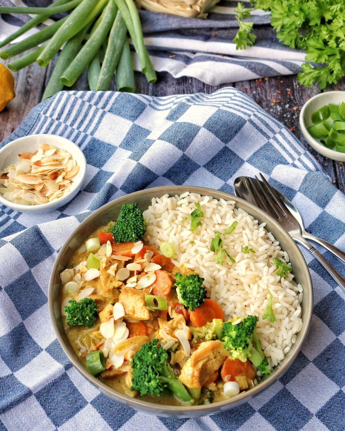 Photo of Turkey curry with broccoli, almonds and rice – recipes