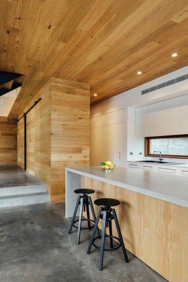 Diseño de moderna casa de dos pisos ubicada en la montaña, hermosa ...