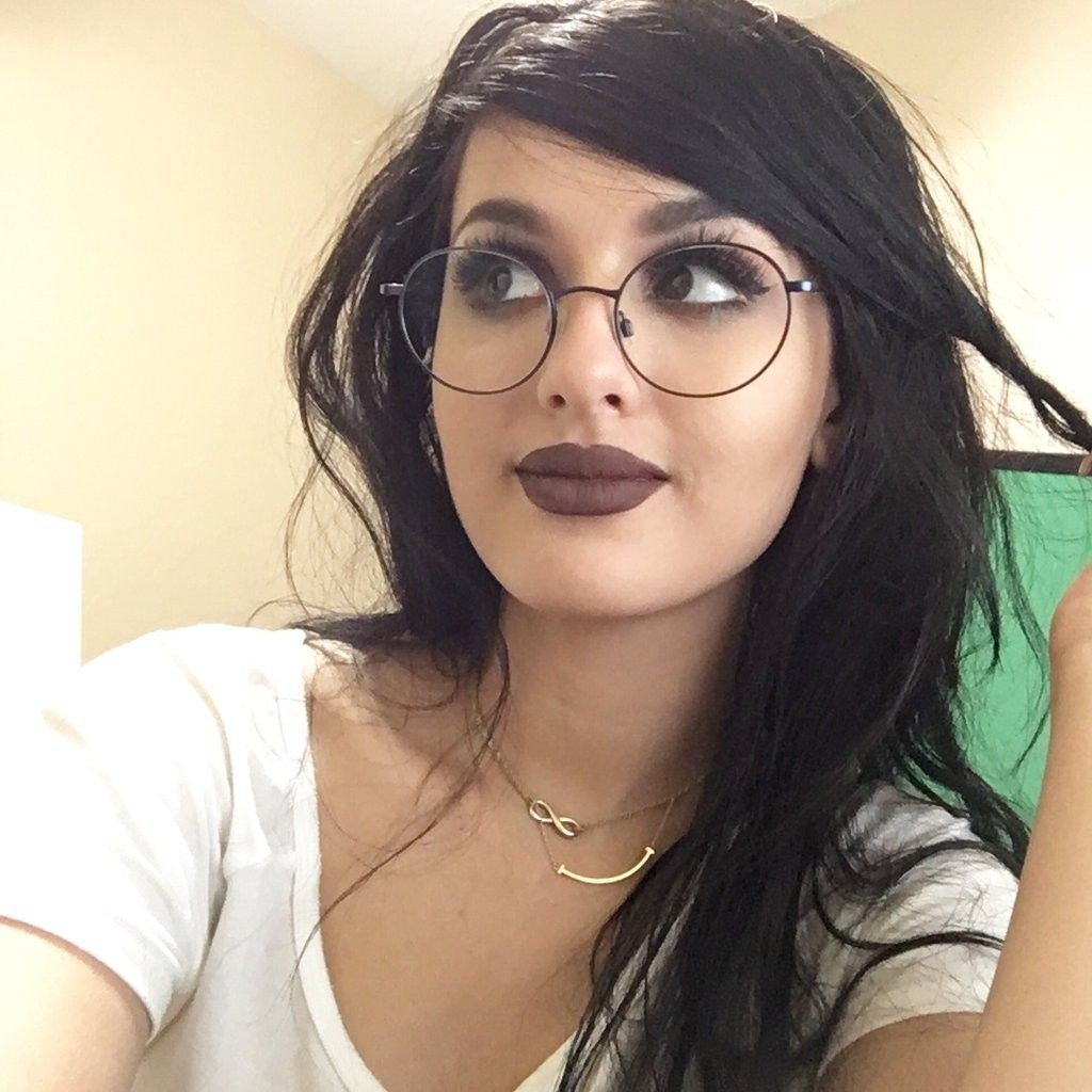 Fun Facts About Famous Gaming Yougalery Star Sssniperwolf