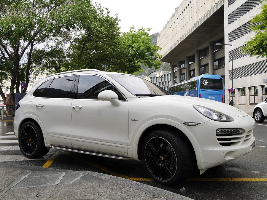 Porsche Cayenne White Hybrid On Black Wheels Black Wheels Porsche Cayenne Porsche