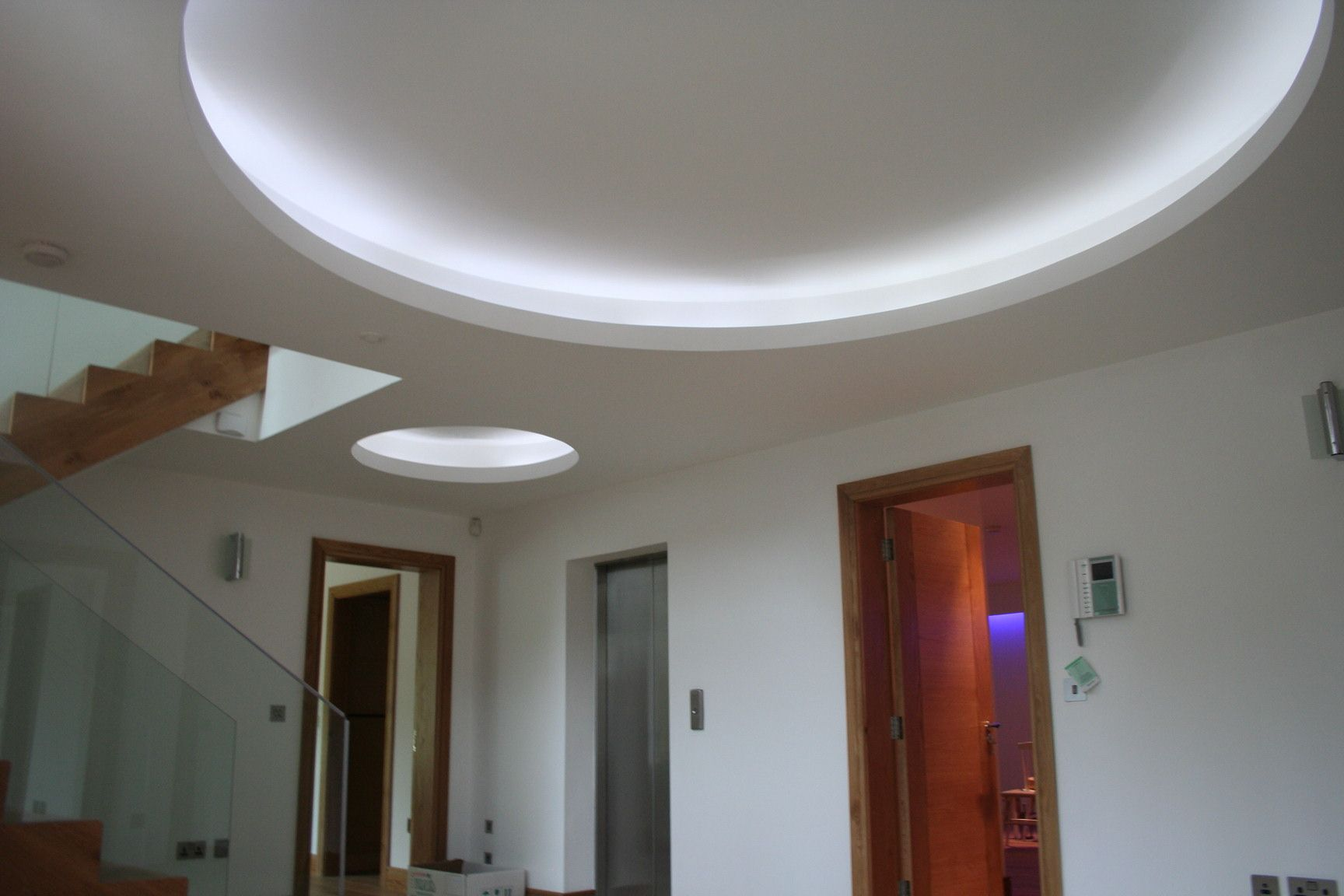 Round Ceiling Lighting With Cove Design Idea