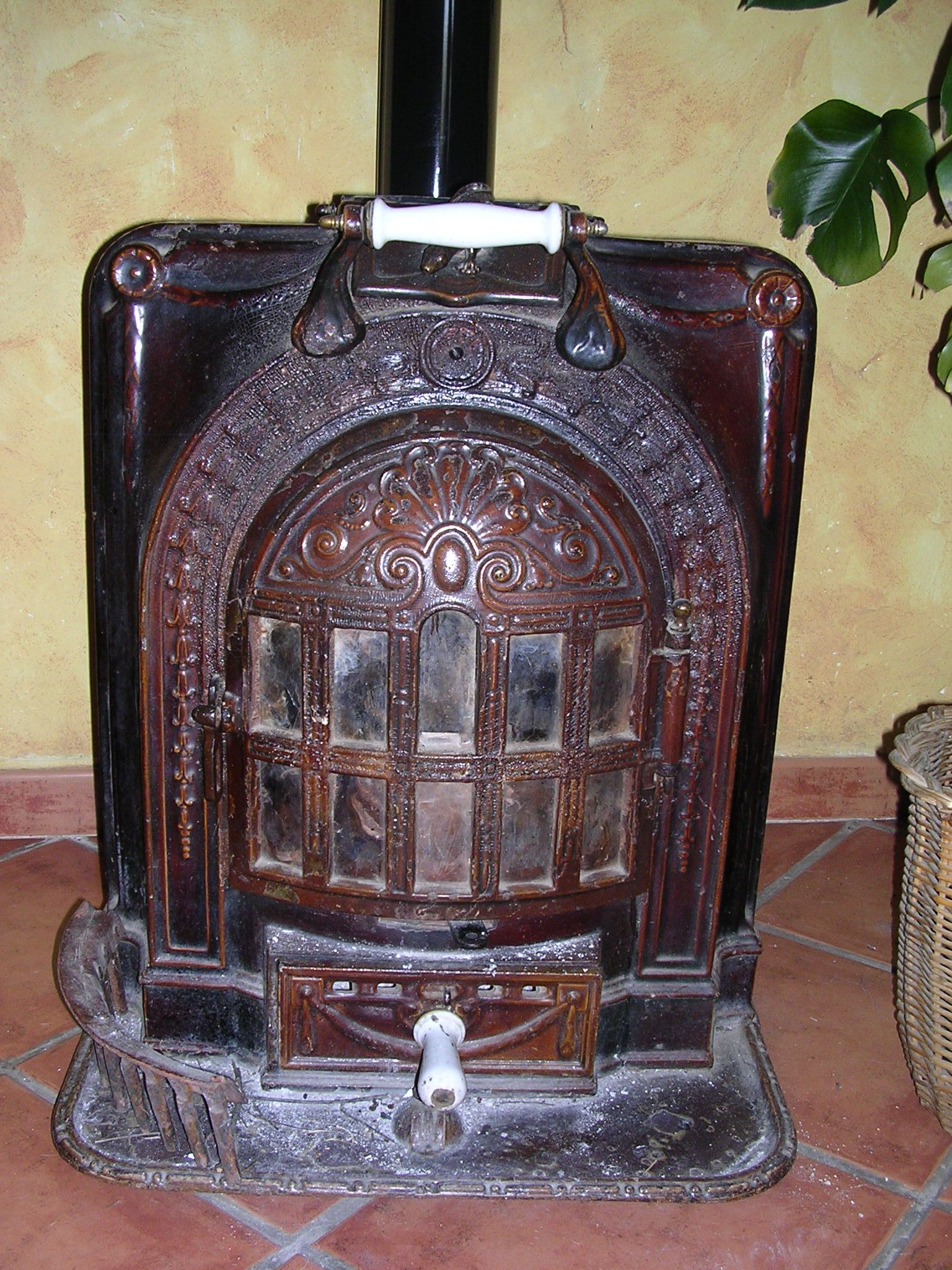 Estufa de le a r stica fournaise et foyer pinterest for Estufa lena calefaccion radiadores
