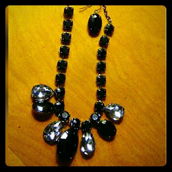 ****Black and Gray Necklace w/ matching Earring's Big stones I'm black and gray, black chain and clasp, matching black earrings. In excellent condition.  ****See ITEMS IN CLOSET THAT ARE $5/WITH ANY NECKLACE PURCHASE. Jewelry Necklaces