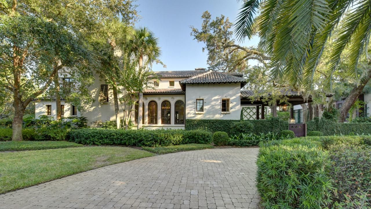Homes with gorgeous front yards and entrances that have us falling
