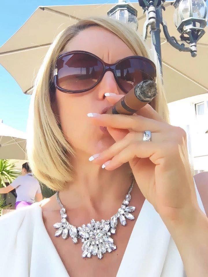 Women cigar smokers on facebook