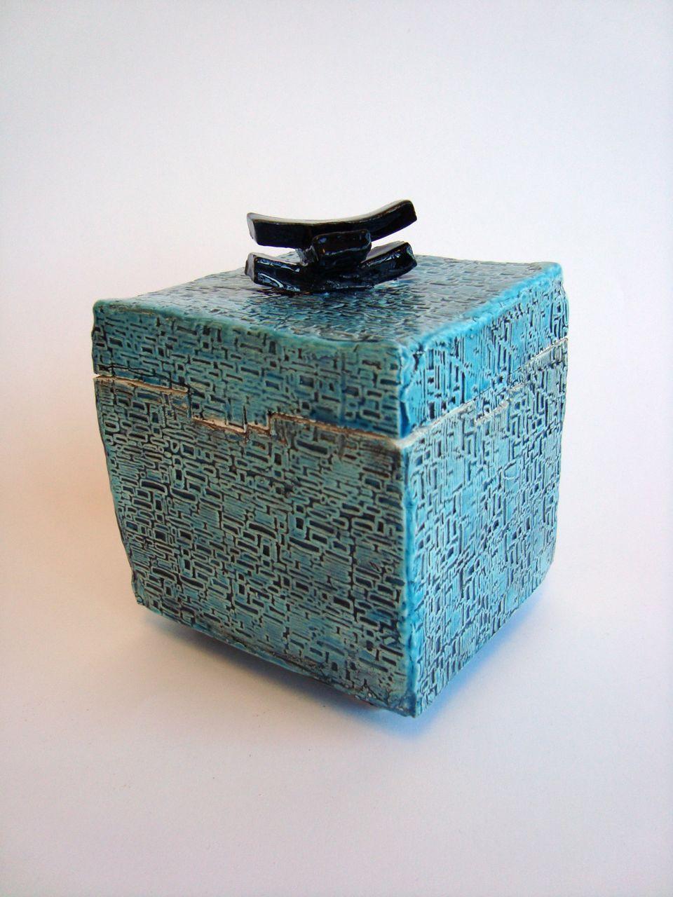 Pin By Caitlin Servilio On Ceramics Slab Ceramics Ceramic Boxes Clay Box