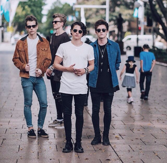 BRADLEY JAMES TRISTAN AND CONNOR THE VAMPS #HADLEY