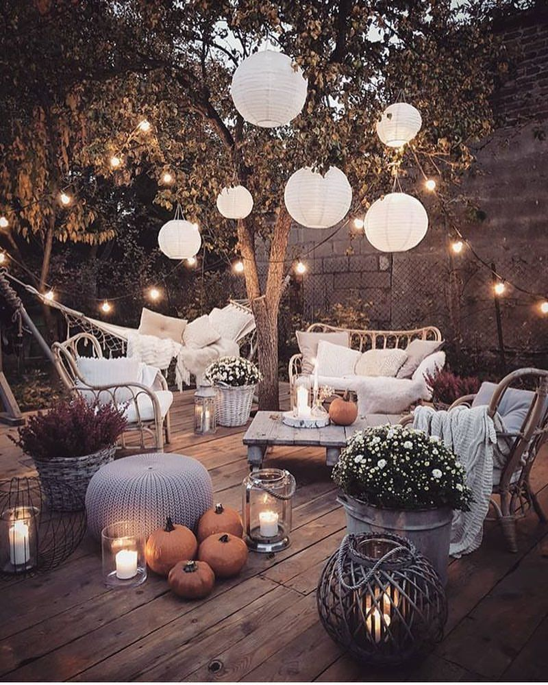 "Photo of 🌹Princesse 🌹 på Instagram: ""😍 kreditt: @aufeminin FOLLOW-> @__ princesse__18 #autumn #terrace #garden #pumpkins #lightings"""