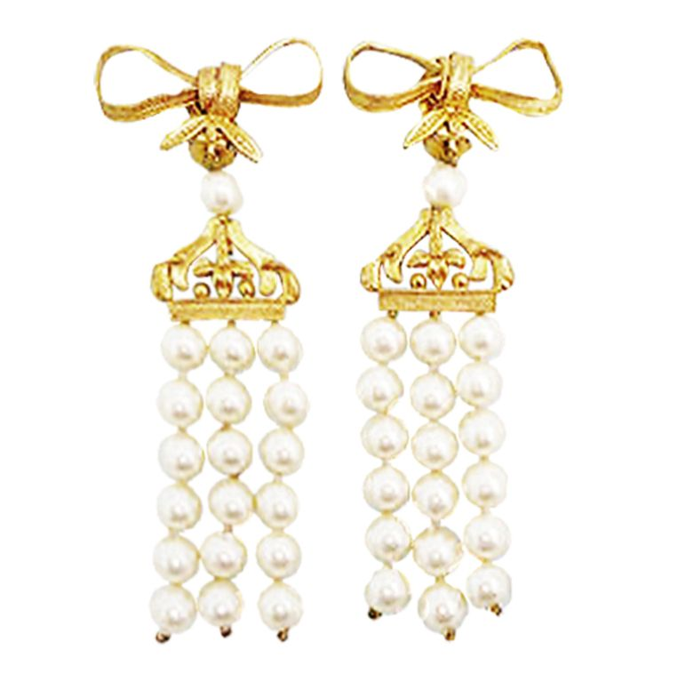 29bebd0b6715e0 Vintage Chanel Faux Pearl Bow Earrings | jewelry | Earrings, Bow ...