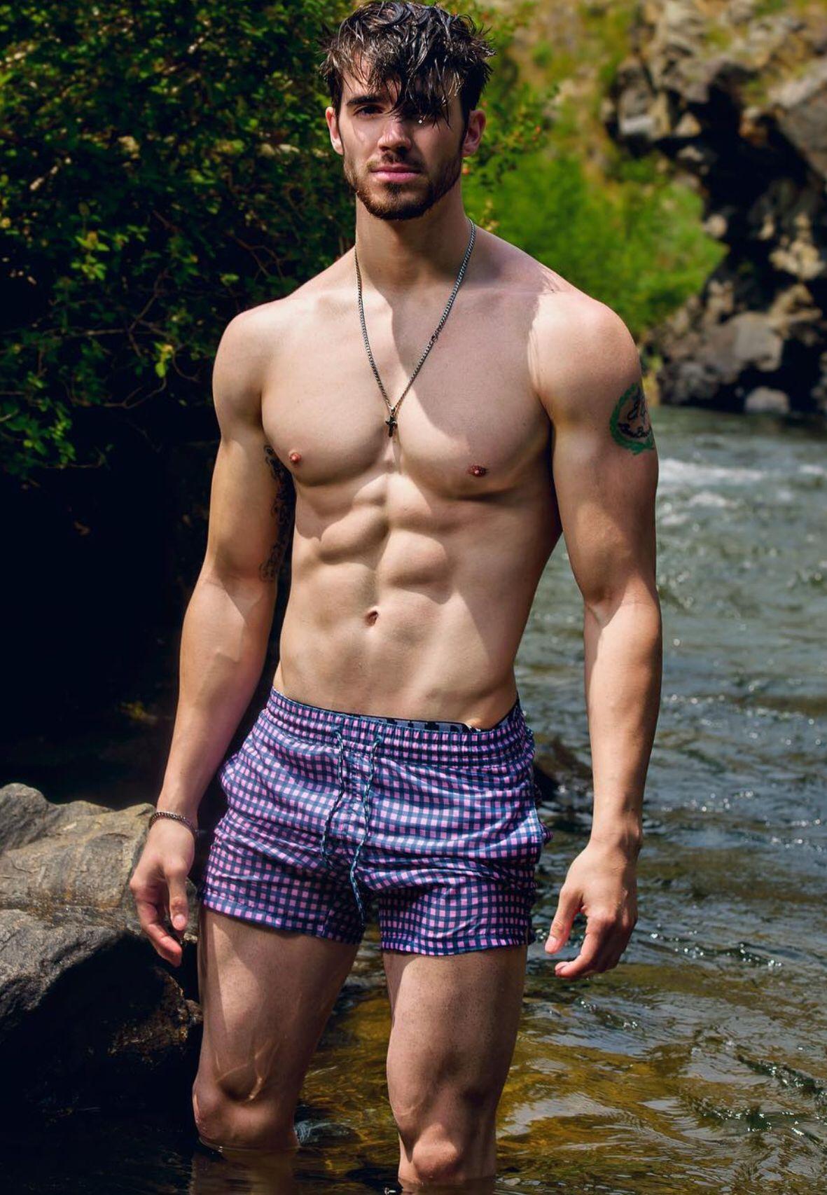 Модели парни мускулистые, четвером трахнули на мкаде онлайн видео