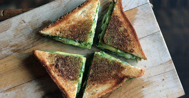 De lekkerste vega tosti ooit (geloof ons!) http://www.culy.nl/recepten/de-lekkerste-vega-tosti-ooit/?qs==6=21