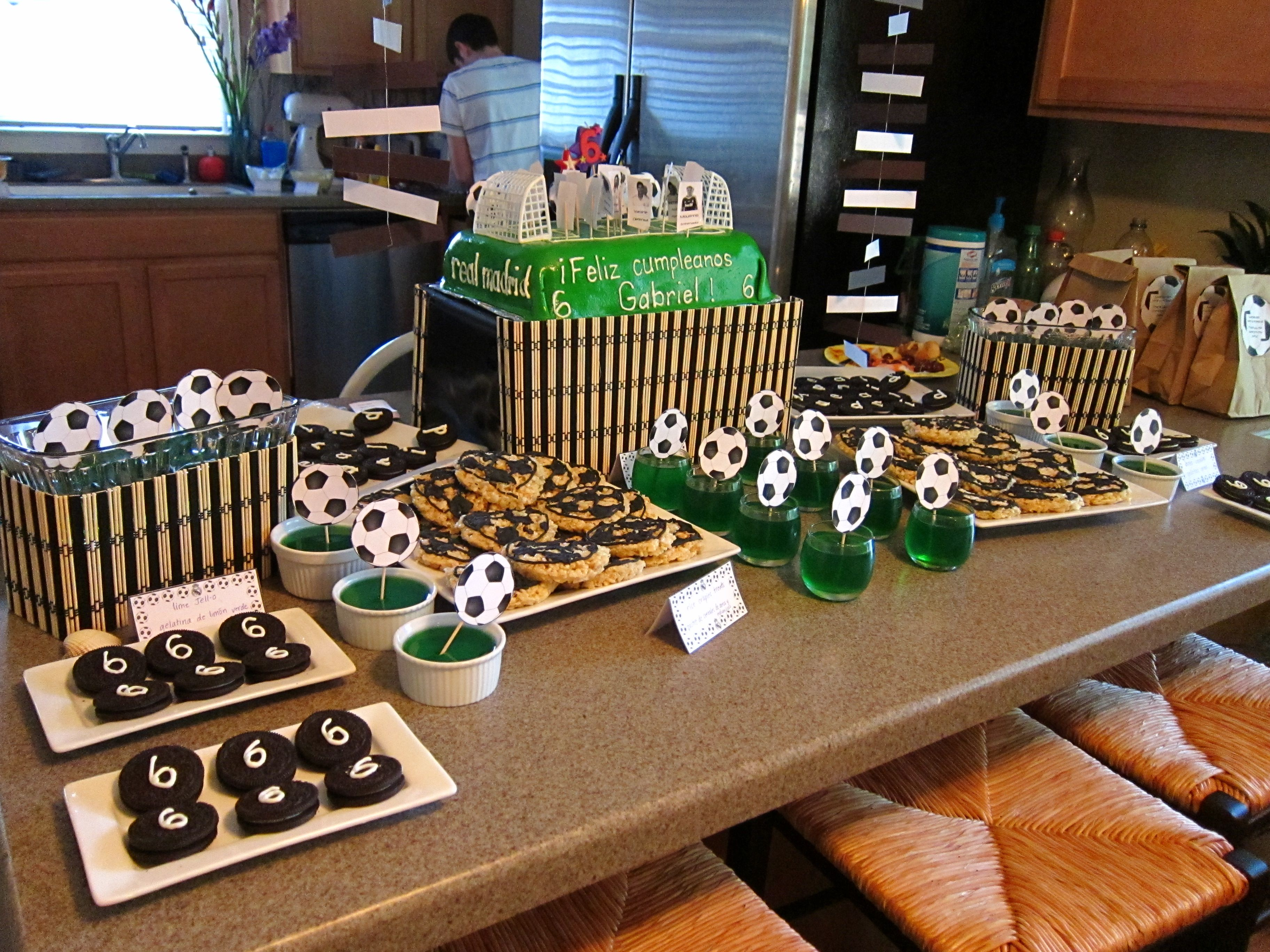 Juego De Mesa Real Madrid Real Madrid Soccer Birthday Party Mesa Dulce Pinterest