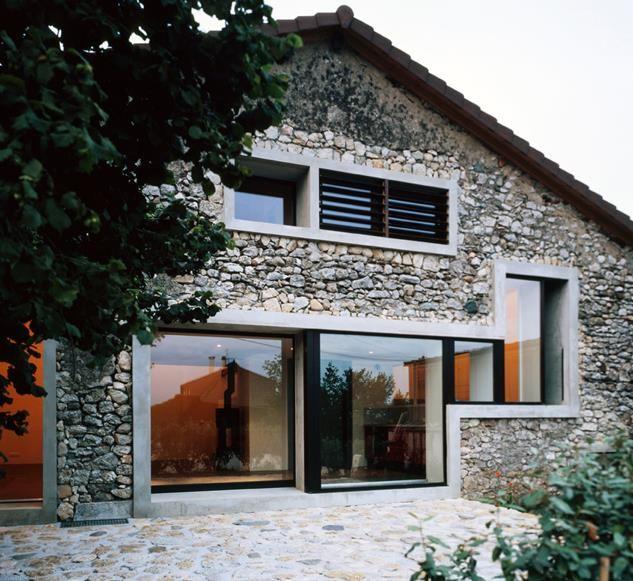 Maison rénovée avec façade en pierres naturelles Maison en pierre