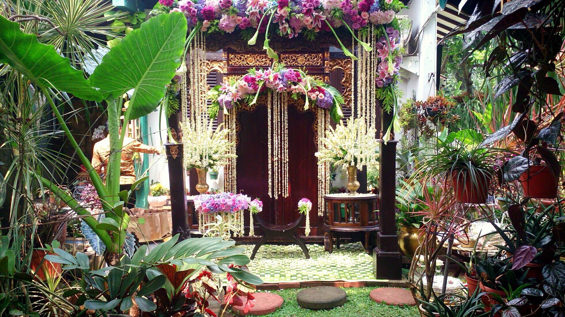 Garden wedding stage decoration  Dekorasi siraman  decoration  Pinterest  Javanese Wedding stage
