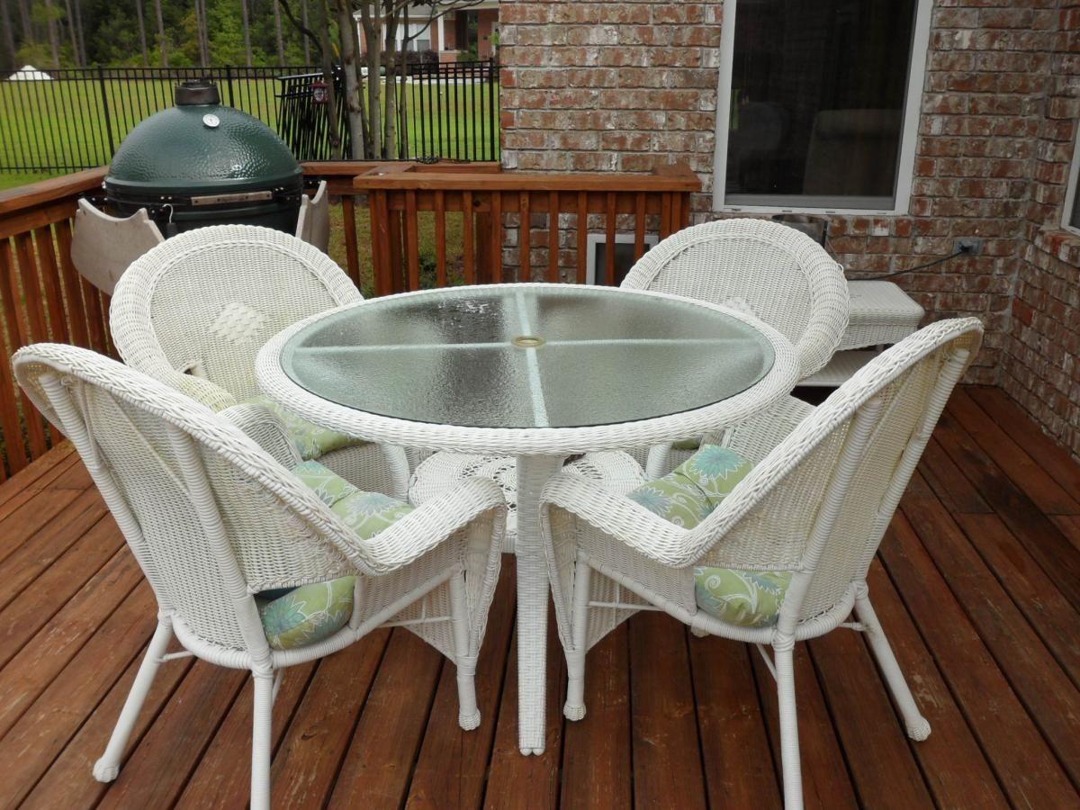 Wondrous Round White Wicker Patio Table Rattan Furniture Outdoor Interior Design Ideas Tzicisoteloinfo