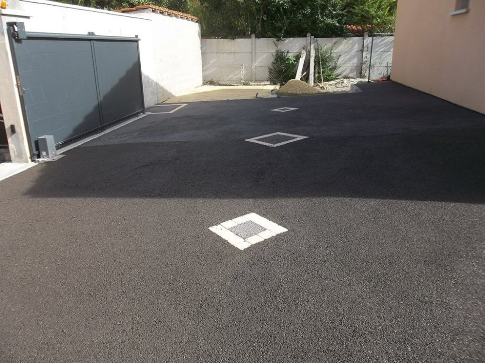 Allee De Garage En Beton Colore Rksquaretaxi En 2020 Garage Pas Cher Beton Colore Revetement