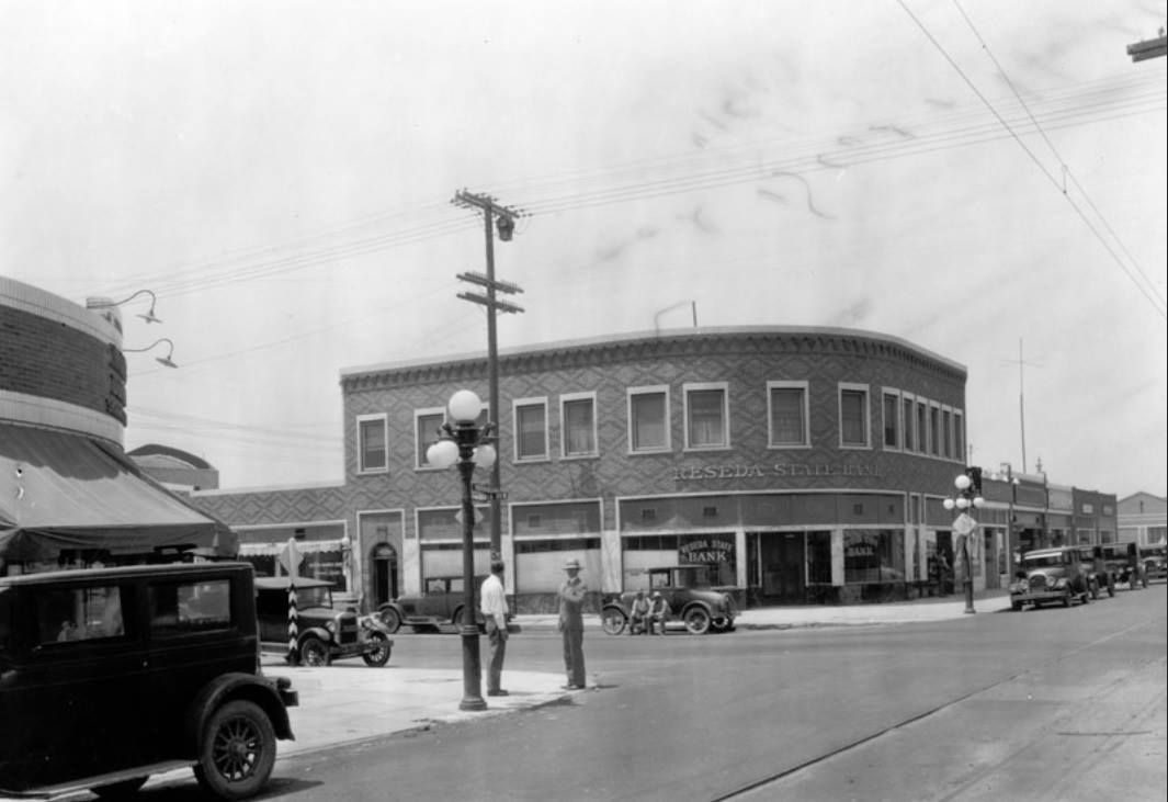 The Reseda State Bank Was Located On The Corner Of Sherman Way And Reseda Boulevard The Black And Whi San Fernando Valley California History Reseda California