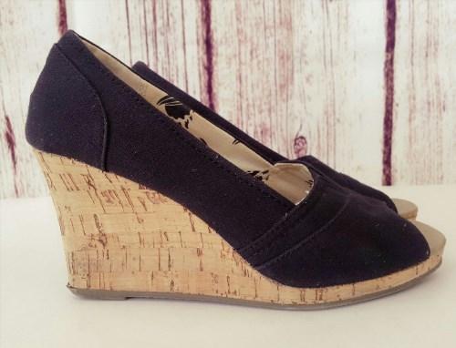 19.79$  Buy here - http://viehq.justgood.pw/vig/item.php?t=c4pct8r21599 - ALOHA ISLAND Wedge Sandals Women Size 6.5 Black Cavnas Shoes