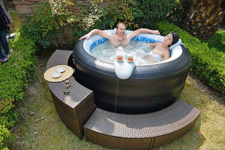 Jacuzzi peque o hincable para el jard n jacuzzi for Jacuzzi pequeno