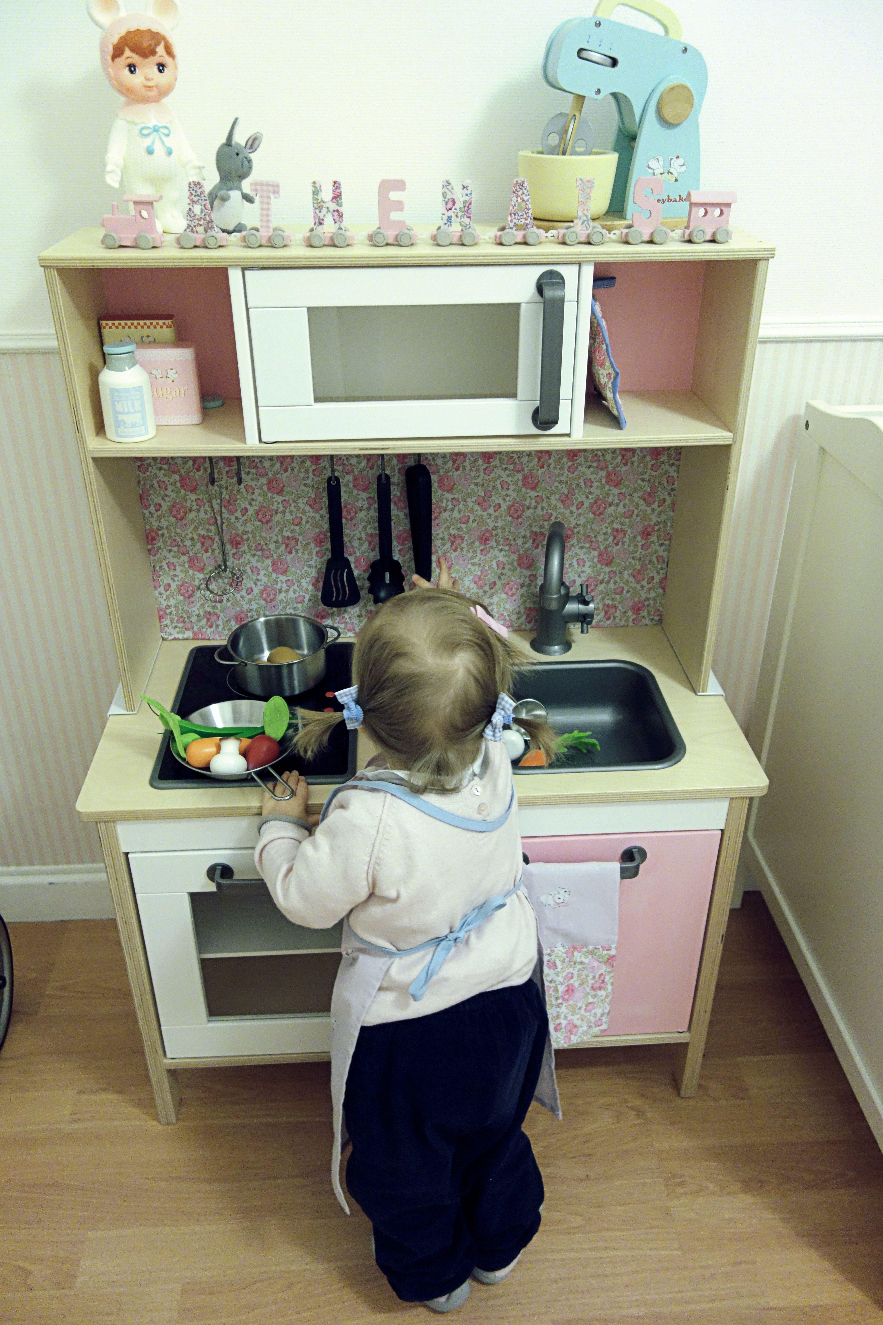 cuisine ikea rose et liberty felicit duktig play kitchen. Black Bedroom Furniture Sets. Home Design Ideas