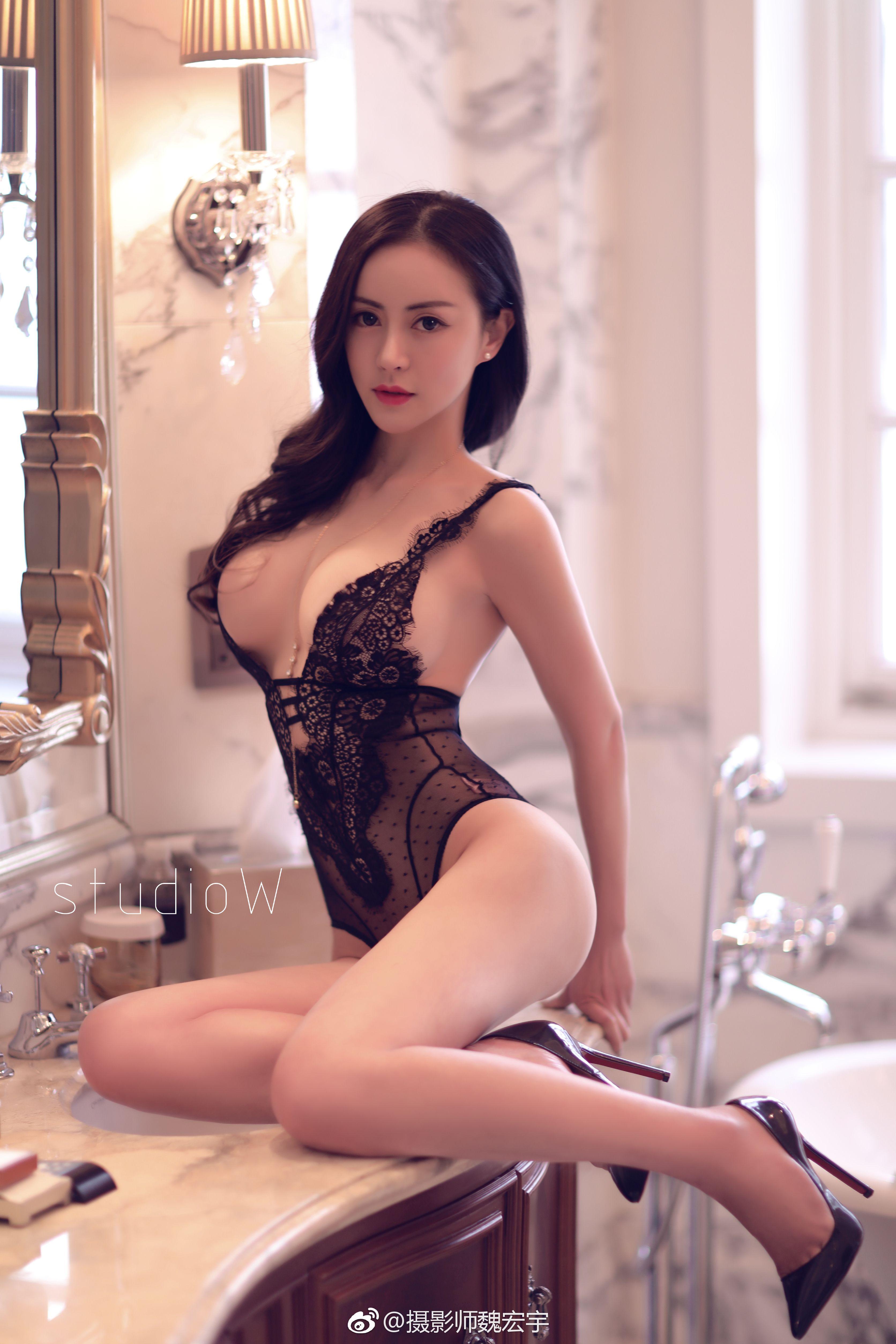 asian women Laundrie