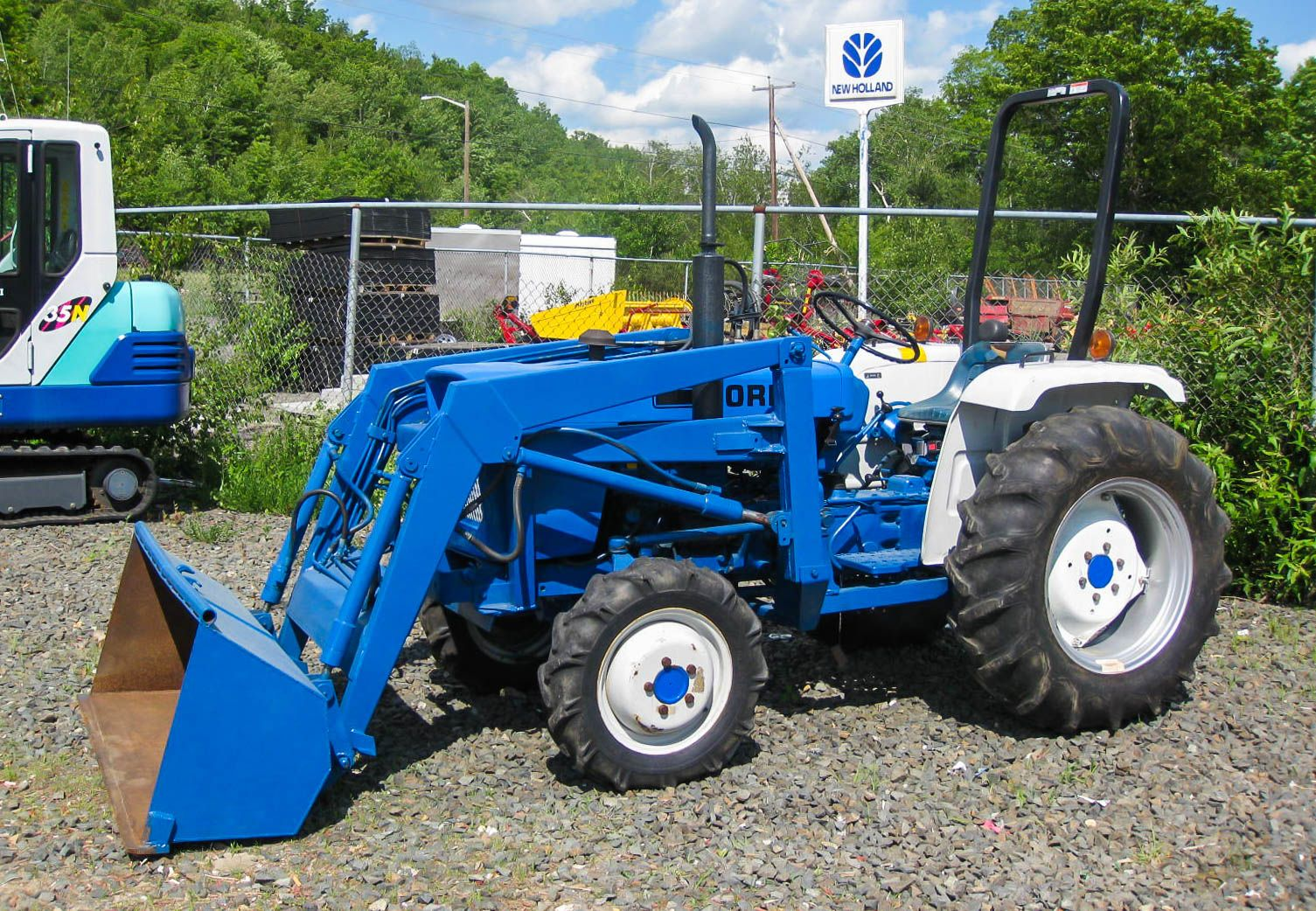 Ford Utility Tractor With Front End Loader Tractors Ford Tractors New Holland Tractor