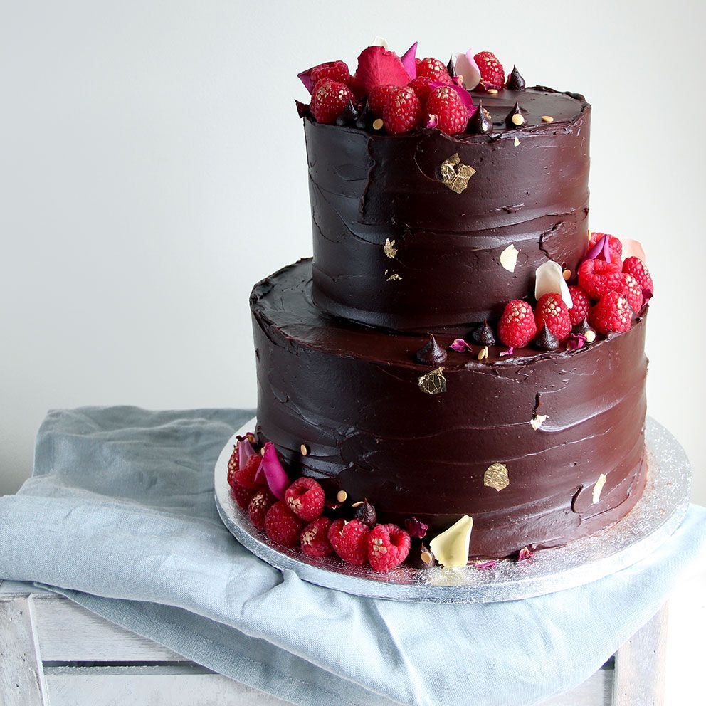Love Rosie S 2 Tier Cakes With Chocolate Ganache Berries Edible Ros Torte Di Compleanno Al Cioccolato Torta Nuziale Al Cioccolato Torte Di Compleanno A Piani