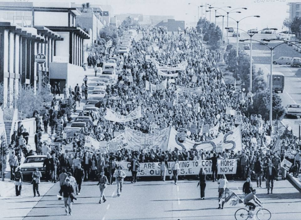 November 6 1971 2 000 People March Down Geary Street In An Anti War Protest Parade Japan Center Is On The Left San Francisco California Street View Street